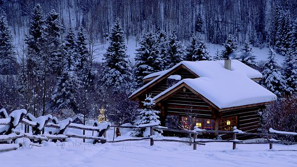 The Scene After a Heavy Snow, Warm Home Remains Comfortable and Pleasant to Stay - HD Natural Scenery Wallpaper
