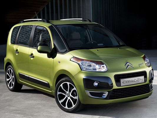 click to free download the wallpaper--Tiny Cars Image, Green Citroen Car, Easy to Drive, Typically Smart Car
