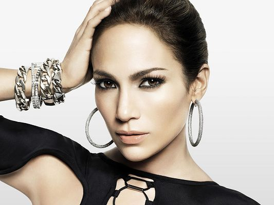 click to free download the wallpaper--Took Part in The Back-up Plan, White Rings and Bracelet Are Quite a Fit for Her, Face is Like a Carved One - HD Jennifer Lopez Wallpaper