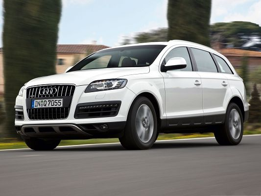 click to free download the wallpaper--Top Cars Image, White Audi Q7 in the Run, Tall Green Trees Alongside
