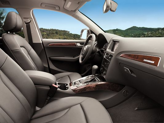 click to free download the wallpaper--Top Cars Picture, Audi Q5 Interior, Tall Green Hills to Improve the Look