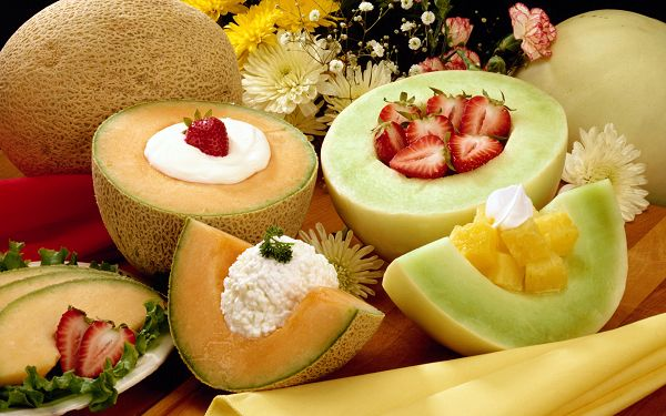 Various Fruits in Exquisite Design, Creams Included, Both Good-Looking and Tasty - HD Delicious Food Wallpaper