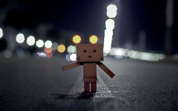 click to free download the wallpaper---Walking Alone in Darkness and Heading for Home, Don't Run, Parents Will be Waiting for You, They Are Sweet and Patient - Cute Box Man Wallpaper