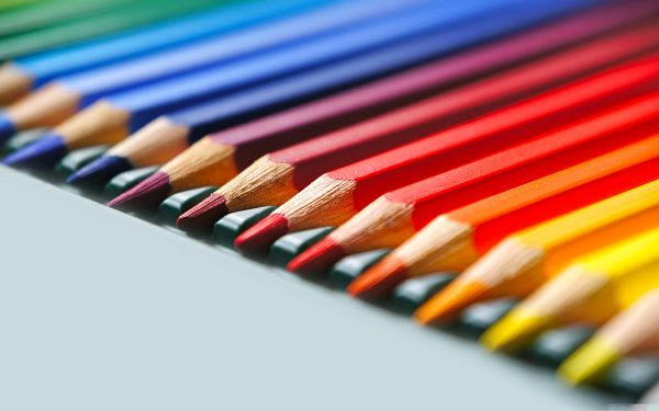 click to free download the wallpaper--Wallpaper Desktop Computer - Rainbow Colored Pencils, Make Your Life Colorful