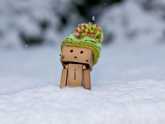 click to free download the wallpaper--Wallpaper for Desktop Computer, Danbo Standing in the Snow, a Thick Hat Keeps It Warm