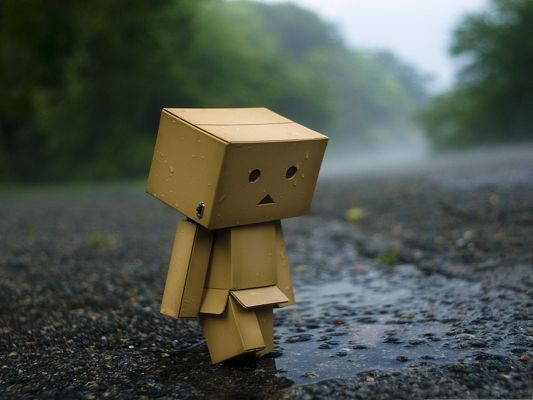 click to free download the wallpaper--Wallpaper for Desktop Computer, Lonely Boxman, Is Wet Body for the Rain or Crying?