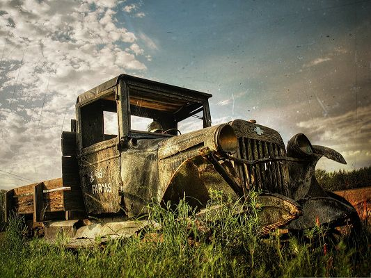click to free download the wallpaper--Wallpapers for Computer Free, Old Rusty Car in the Field