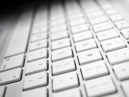 Well-Known Brand Pics, Apple Keyboard is Compact and Easy to Use, Much Welcomed Product