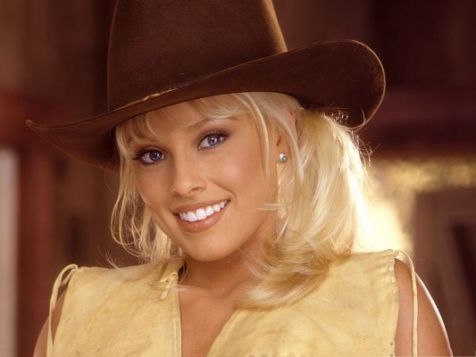 click to free download the wallpaper--West Cow Girls, in Nice Hat and Blond Hair, Impressive Smile