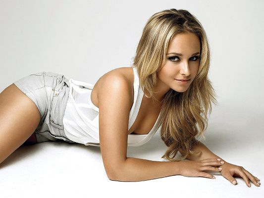Young Girl Has Grown up, She is Granted with Great Beauty, She Knows How to Attract Others' Attention - HD Hayden Panettiere Wallpaper