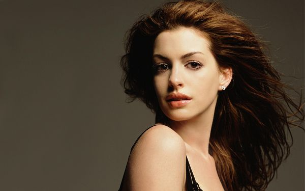 Beautiful Wallpaper Of The Popular Star: Lovely Anne Hathaway
