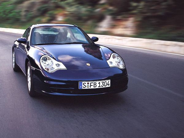 fre wallppaer: a bright blue Porsche running on the road  ,click to download