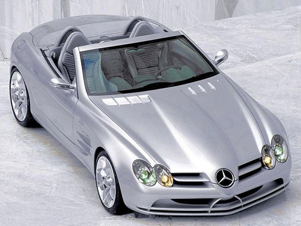 Free Wallpape: A Silvery Mercedes Sports Car