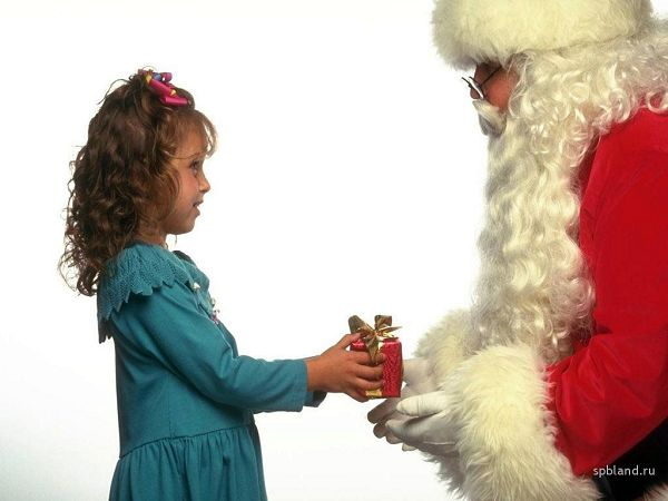 free wallpaper of Christmas: a receiving gift girl ,click to download