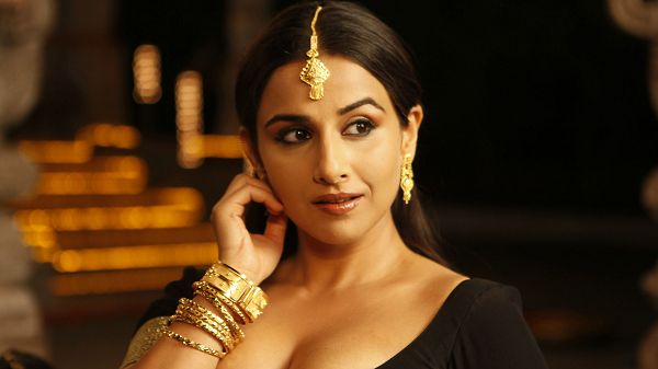 free wallpaper of Indian beauty-Vidya Balan,click to download