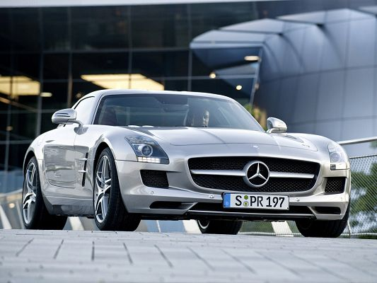 Free Wallpaper Of Car-a Silvery Benz