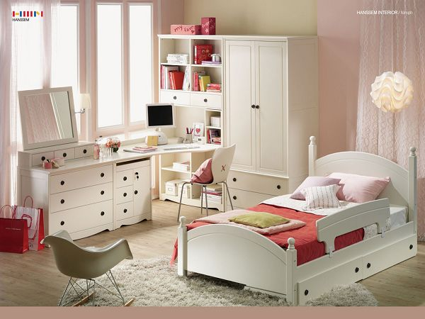 Free Wallpaper Of Room Design: A Pure White Room For Children