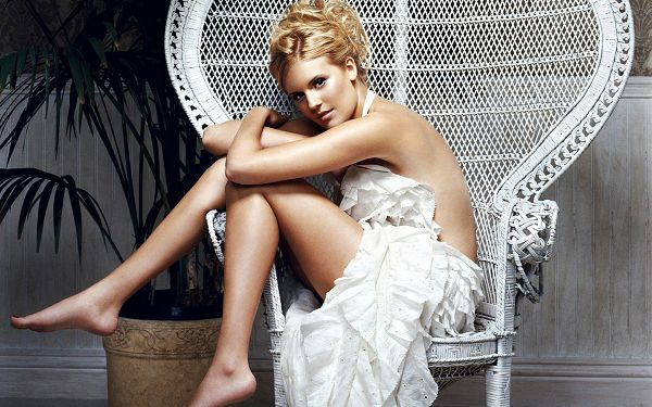 free wallpaper of star-Maggie Grace,click to download
