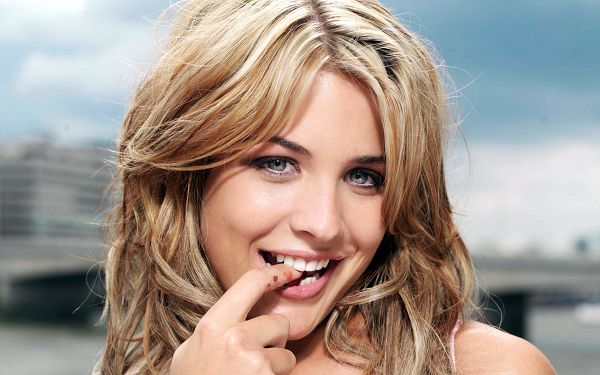 free wallpaper of stars: Gemma Atkinson ,click to download
