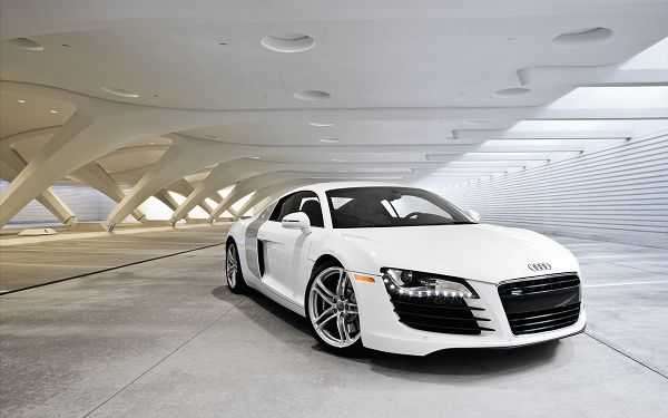 free wallpaper of the top cars: a white sports car Audi R8  ,click to download