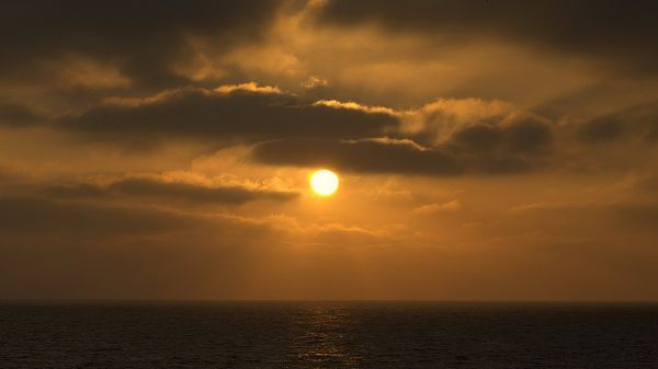 click to free download the wallpaper--landscape photography - The Rising Sun Over the Peaceful Sea, Clouds Are Thus Golden