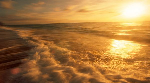 click to free download the wallpaper--picture of natural scene - The Rising Sun, Golden Light on the Sea Surface, Twisting River