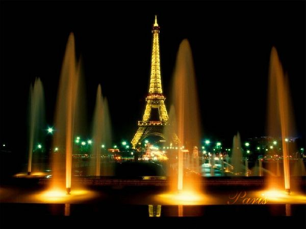 Wallpaper Of Eiffel Tower - A Key Scenic Spot And Prominent Symbol In France