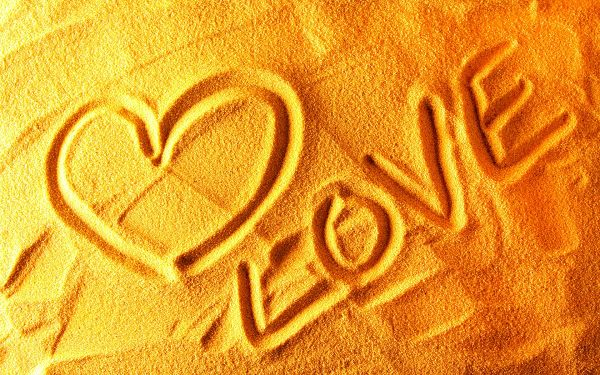 Wallpaper Of A LOVE Created With Sands