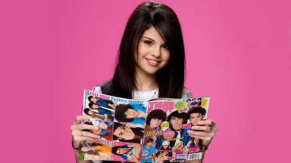 wallpaper of star: one of the popular singer - Selena Gomez  ,click to download