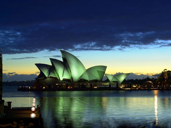 wallpaper og the Sydney opera house ,click to download