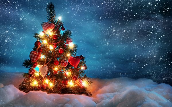 Wonderful Wallpaper Of A Beautiful Christmas Tree With Gifts