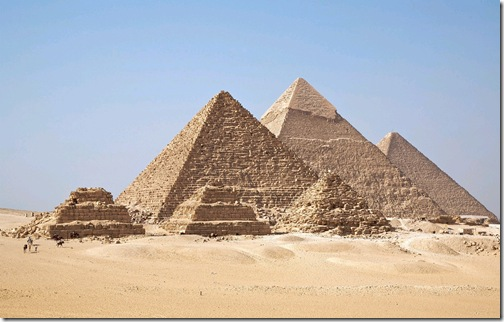 Blue sky and yellow sand,  where stand the great Pyramid, Free HD Egypt Tourism beautiful scene wallpaper