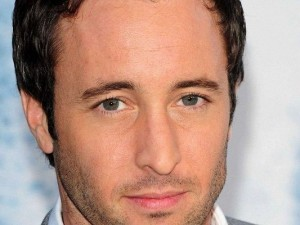 Free Posts of TV & Movies, Alex O'Loughlin is Looking Directly at You, Are You Amazed?
